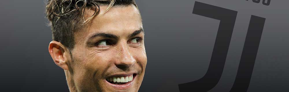 Die besten Online Sportwetten Close-up Gesicht lachender Fussballspieler