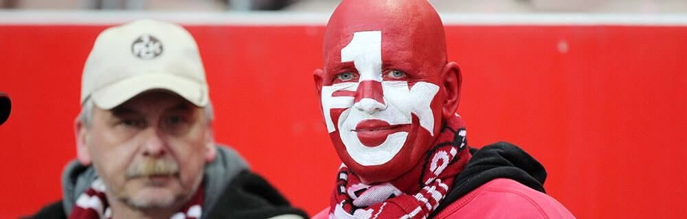 Die besten Online Sportwetten Close-up Fussballfan Gesicht rot geschmickt 1 FCK