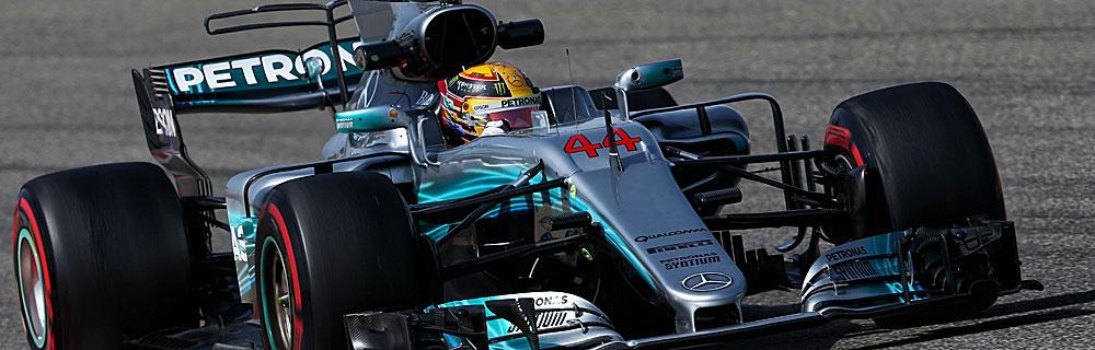 Die besten Online Sportwetten Close-up Formel 1 Rennwagen auf Rennstrecke Lewis Hamilton