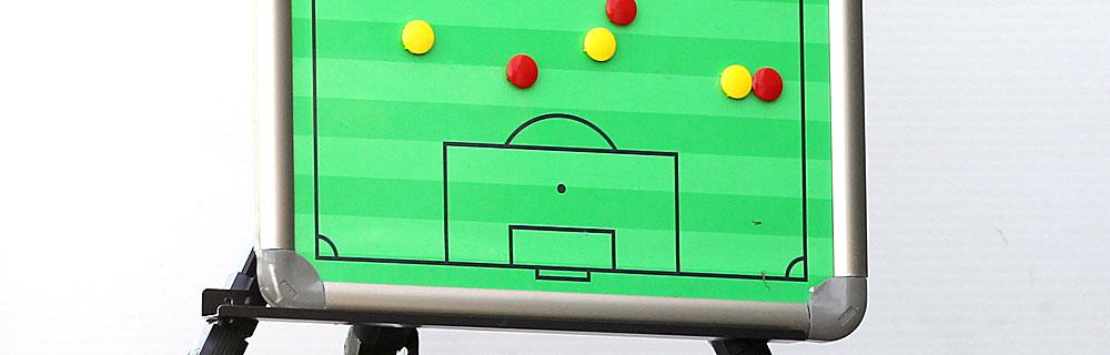 Die besten Online Sportwetten Close-up Spiel Strategie rot gelb Magnete Fussballfeld
