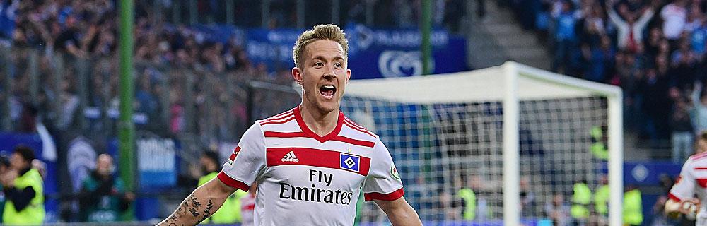 Die besten Online Sportwetten Close-up jubelnder Fussballspieler im Spiel auf Spielfeld HSV
