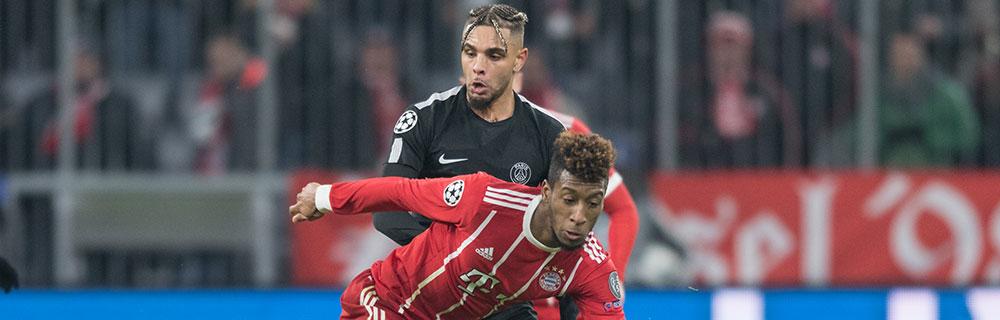 Die besten Online Sportwetten Close-up Fussballspiel zwei Spieler im Duell auf dem Spielfeld BVB FC Bayern