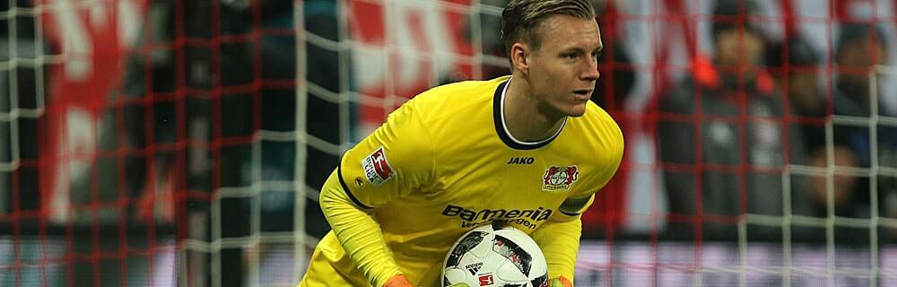 Die besten Online Sportwetten Close-up Fussballspiel Torhüter im Tor Ball in Hand