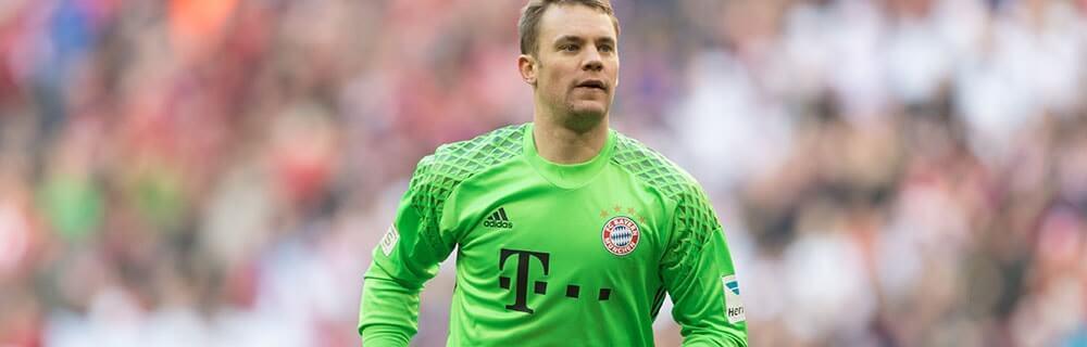 Die besten Online Sportwetten Close-up Fussball Torhüter auf Spielfeld FC Bayern Manuel Neuer
