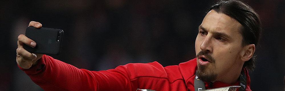 Die besten Online Sportwetten Close-up Fussballspieler Ibrahimovic macht mit smartphone selfie
