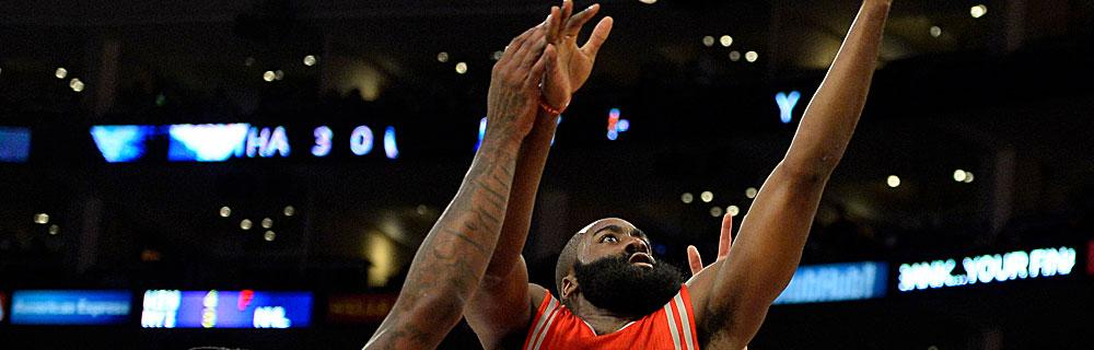 Die besten Online Sportwetten Close-up Basketballspieler springt im Spiel