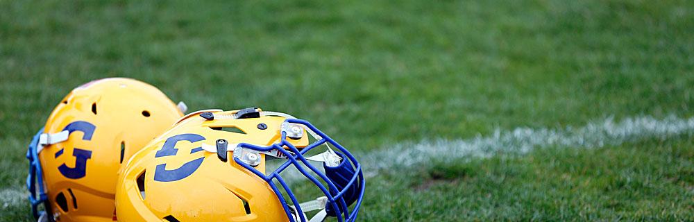 Die besten Online Sportwetten Close-up fussballfeld american football Helme auf dem Rasen