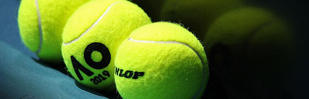 Die besten Online Sportwetten Close-up drei Tennisbälle