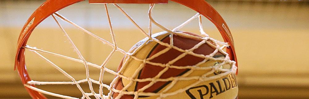 Die besten Online Sportwetten Close-up Basketball im Basketballkorb