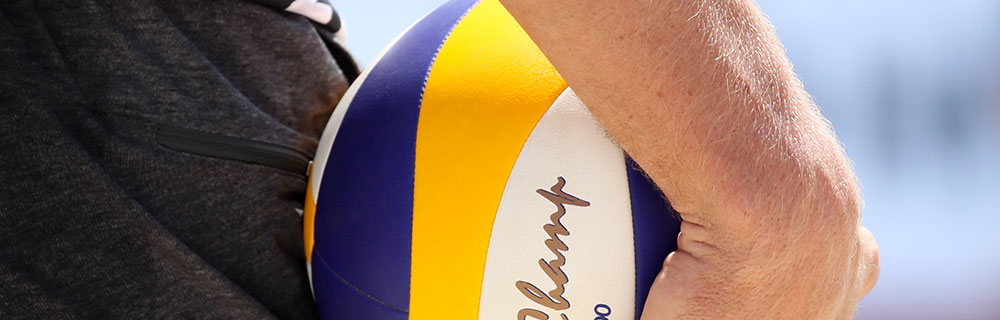 Die besten Online Sportwetten Close-up Hand hält Volleyball