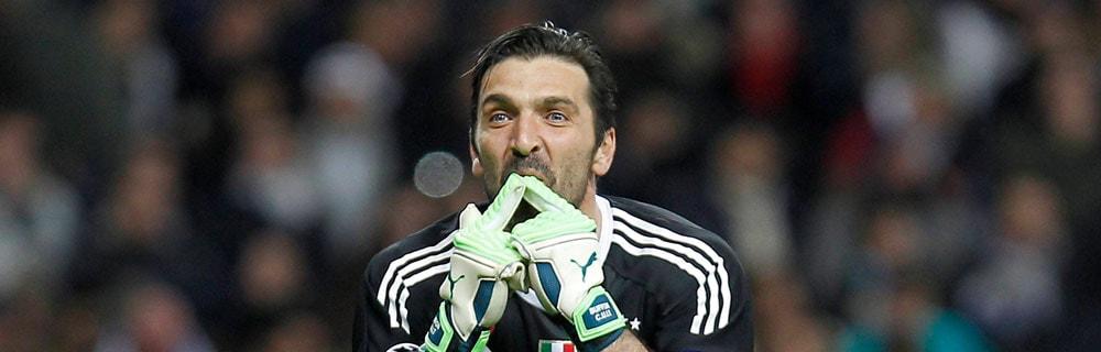 Die besten Online Sportwetten Close-up Fussball Torhüter Gianluigi Buffon auf Spielfeld Handzeichen