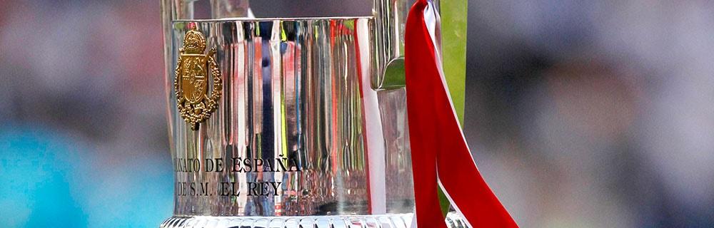 Die besten Online Sportwetten Close-up Fussball silberner Pokal Copa del Rey