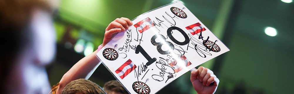Die besten Online Sportwetten Close-up Darts 180 Schild in Hand