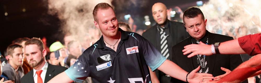 Die besten Online Sportwetten Close-up Dartsspieler Einlauf mit Security handshakes Fans