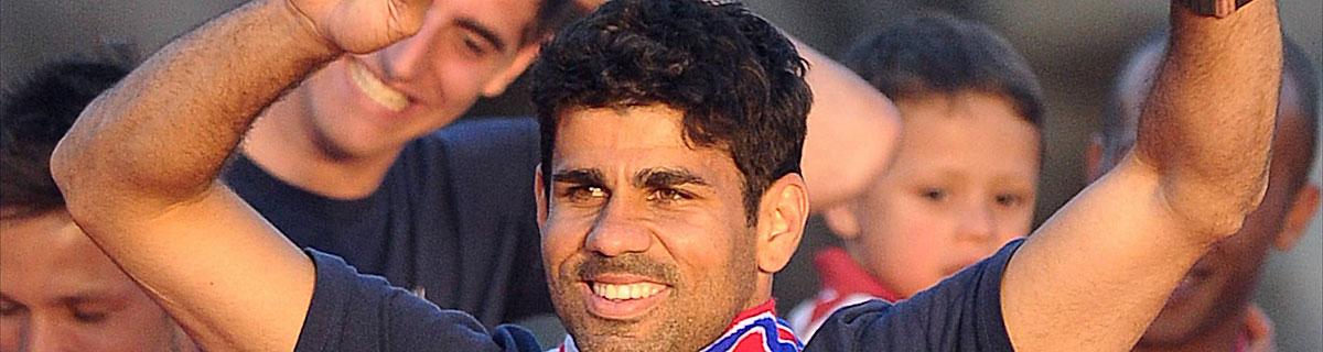 Die besten Online Sportwetten Close-up Fussballspieler Diego Costa jubelnd auf dem Spielfeld