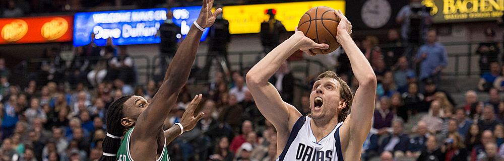 Die besten Online Sportwetten Close-up Basketballspieler Dirk Nowitzki im Spiel mit Ball in Händen Korb