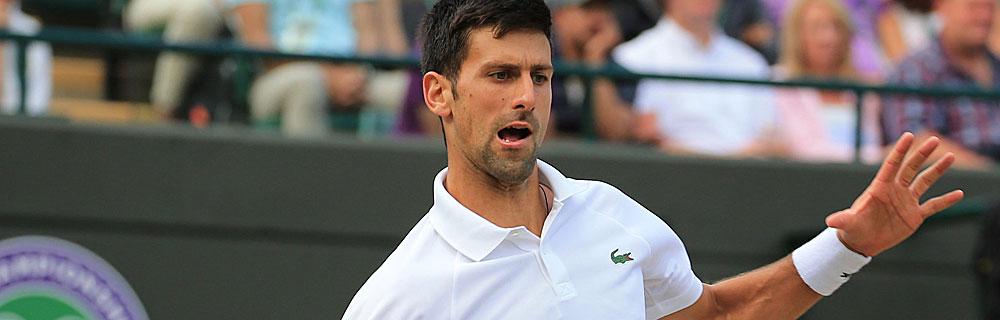 Die besten Online Sportwetten Close-up Tennisspieler Djokovic auf dem Spielfeld im Spiel