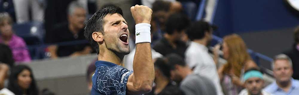 Die besten Online Sportwetten Close-up Tennisspieler Djokovic auf dem Spielfeld Jubel Siegerpose