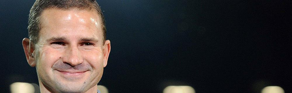 Die besten Online Sportwetten Close-up Gesicht Fussballspieler Arnold auf dem Spielfeld