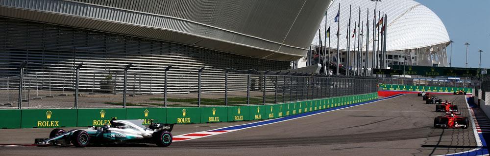 Die besten Online Sportwetten Formel 1 Rennwagen auf Rennstrecke