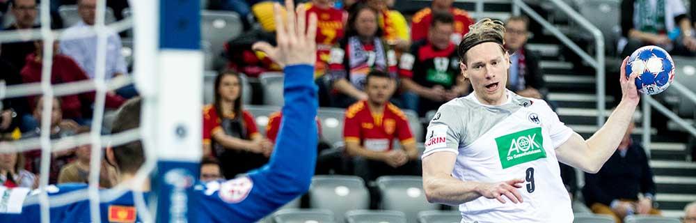 Die besten Online Sportwetten Handball Close-up Spieler mit Ball in der Hand fokussiert Tor