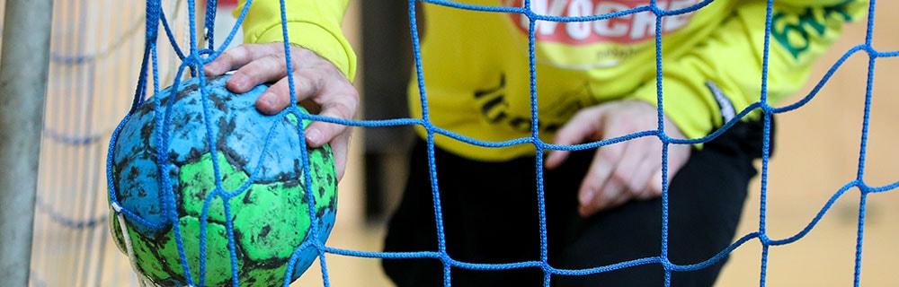 Die besten Online Sportwetten Close-up Hand Handball Tor Netz