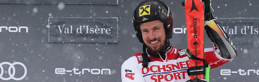 Die besten Online Sportwetten Close-up Skiläufer Hirscher bei Siegerehrung