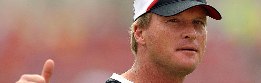 Die besten Online Sportwetten Close-up Gesicht american football Spieler auf dem Spielfeld thump up