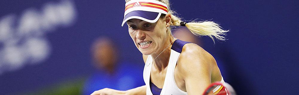 Die besten Online Sportwetten Close-up Tennisspielerin Kerber auf dem Platz im Spiel Schlag