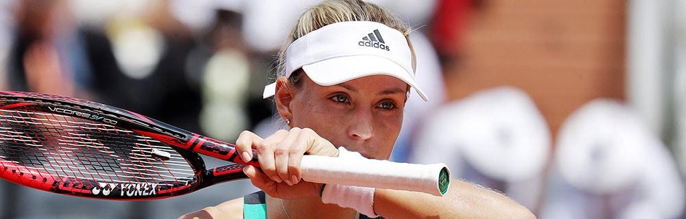 Die besten Online Sportwetten Close-up Tennisspielerin Kerber auf dem Platz Schläger in Hand