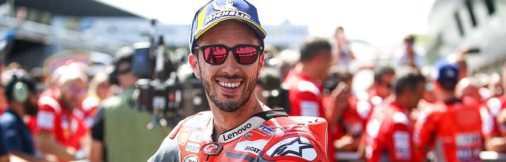 Die besten Online Sportwetten MotoGP close-up MotoGP Fahrer Basecap Sonnenbrille