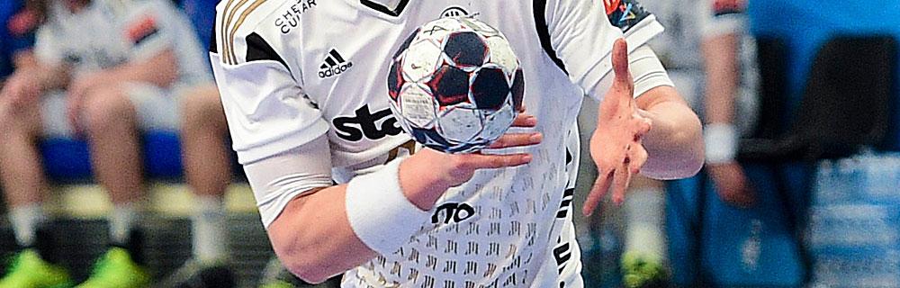 Die besten Online Sportwetten Handball Close-up Hände Spieler Ball