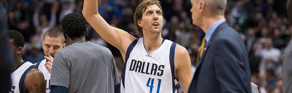 Die besten Online Sportwetten Close-up Basketballspieler Dirk Nowitzki auf Spielfeld