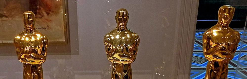 Die besten Online Sportwetten close up drei goldene Oscars