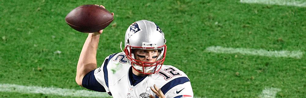 Die besten Online Sportwetten Close-up american football Spieler Ball in Hand fokussiert Wurf