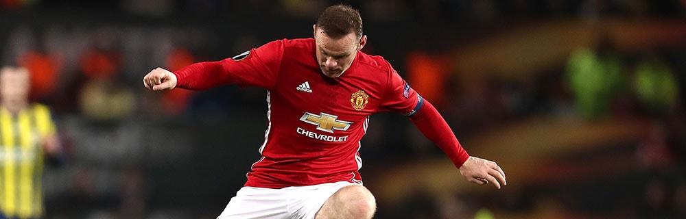 Die besten Online Sportwetten Close-up Fussballspieler Rooney auf dem Spielfeld am Ball