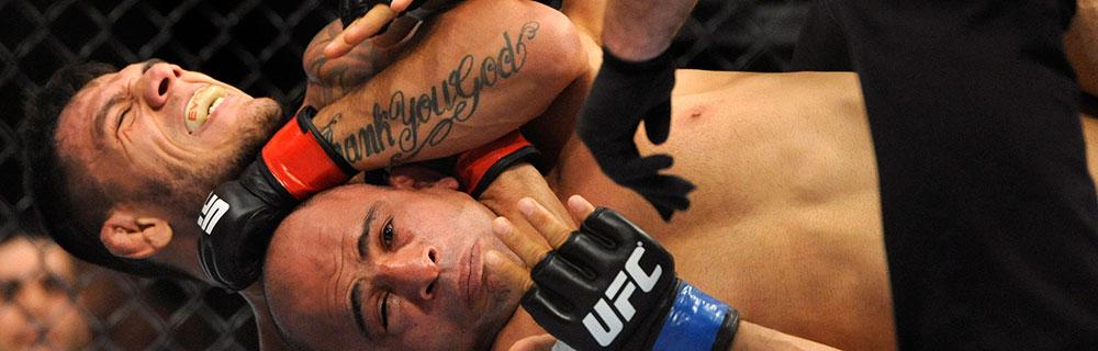 Die besten Online Sportwetten Close-up UFC Kämpfer im Kampf im Käfig am Boden