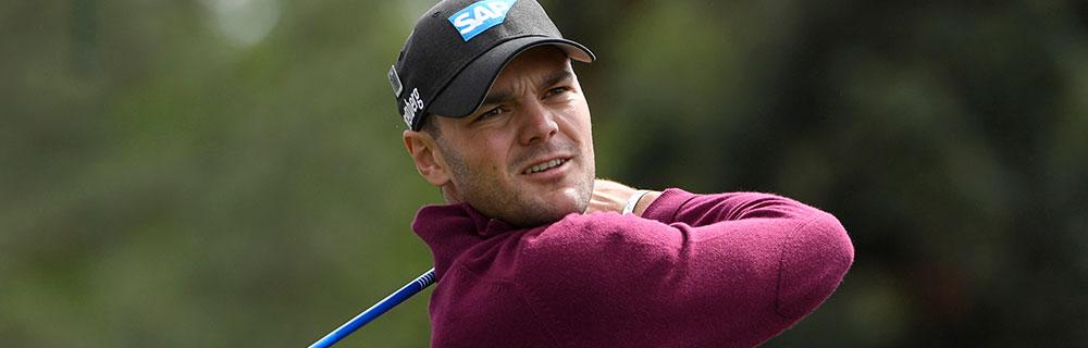 Die besten Online Sportwetten Close-up Golfspieler schaut nach Schlag Ball hinterher