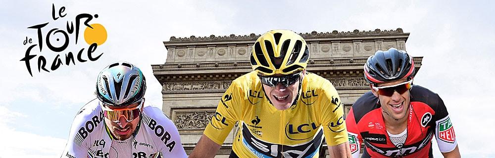 Die besten Online Sportwetten Radrennen Close-up drei Radfahrer Vorderansicht im Hintergrund Triumphbogen