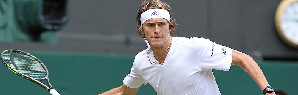 Die besten Online Sportwetten Close-up Tennisspieler Zverev auf Platz Stirnband adidas im Spiel