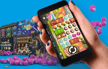 Die besten Online Casinos Vera und John smartphone in Hand screen Casino Spiel Spieleautomat