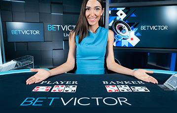 Die besten Online Casinos bei betvictor live Casino Spiele weiblicher Groupier am Pokertisch Pokerkarten