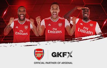 close up drei Fussballspieler fly emirates Siegerpose gkfx