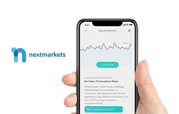 Hand hält smartphone webseite nextmarkets mobil
